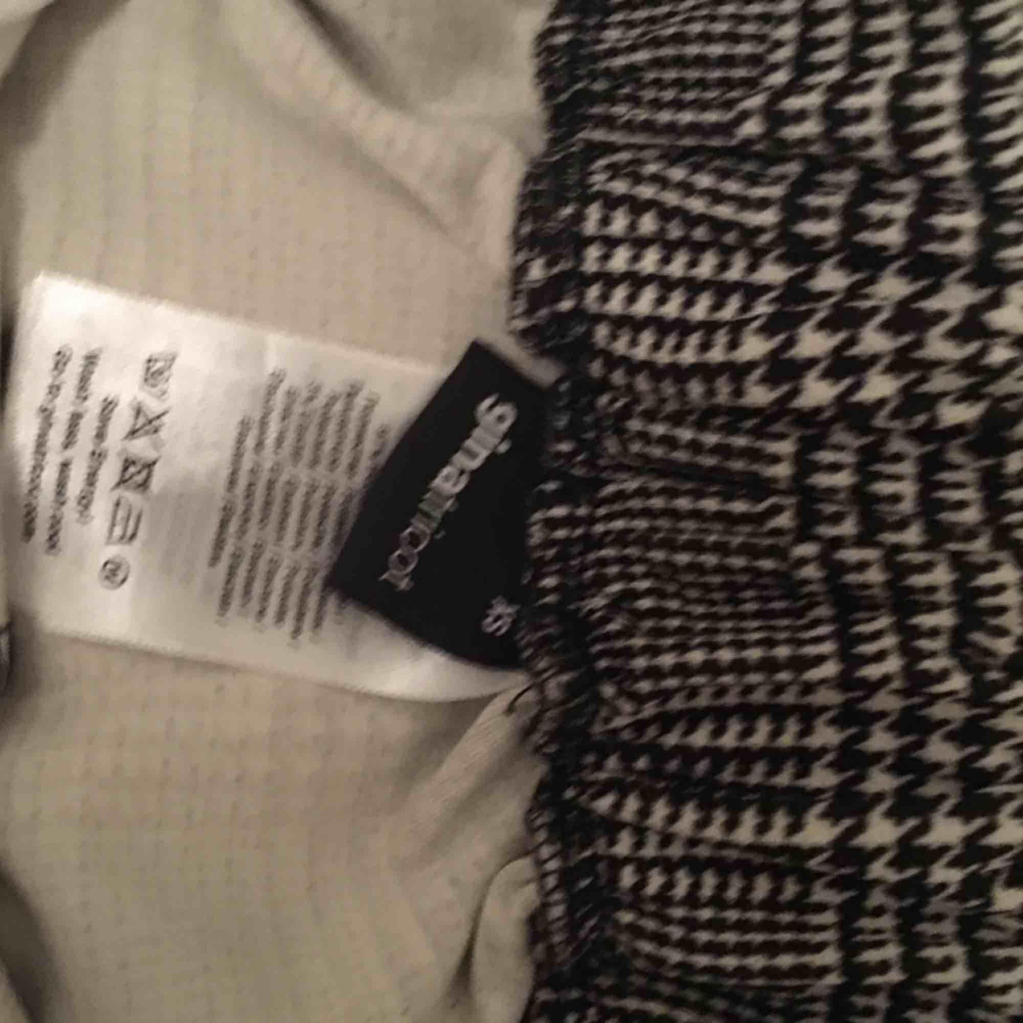 Köpta för ett tag sen och använda ett fåtal gånger då det är för små för mig. Det ser helt nya ut i skicket  . Jeans & Byxor.