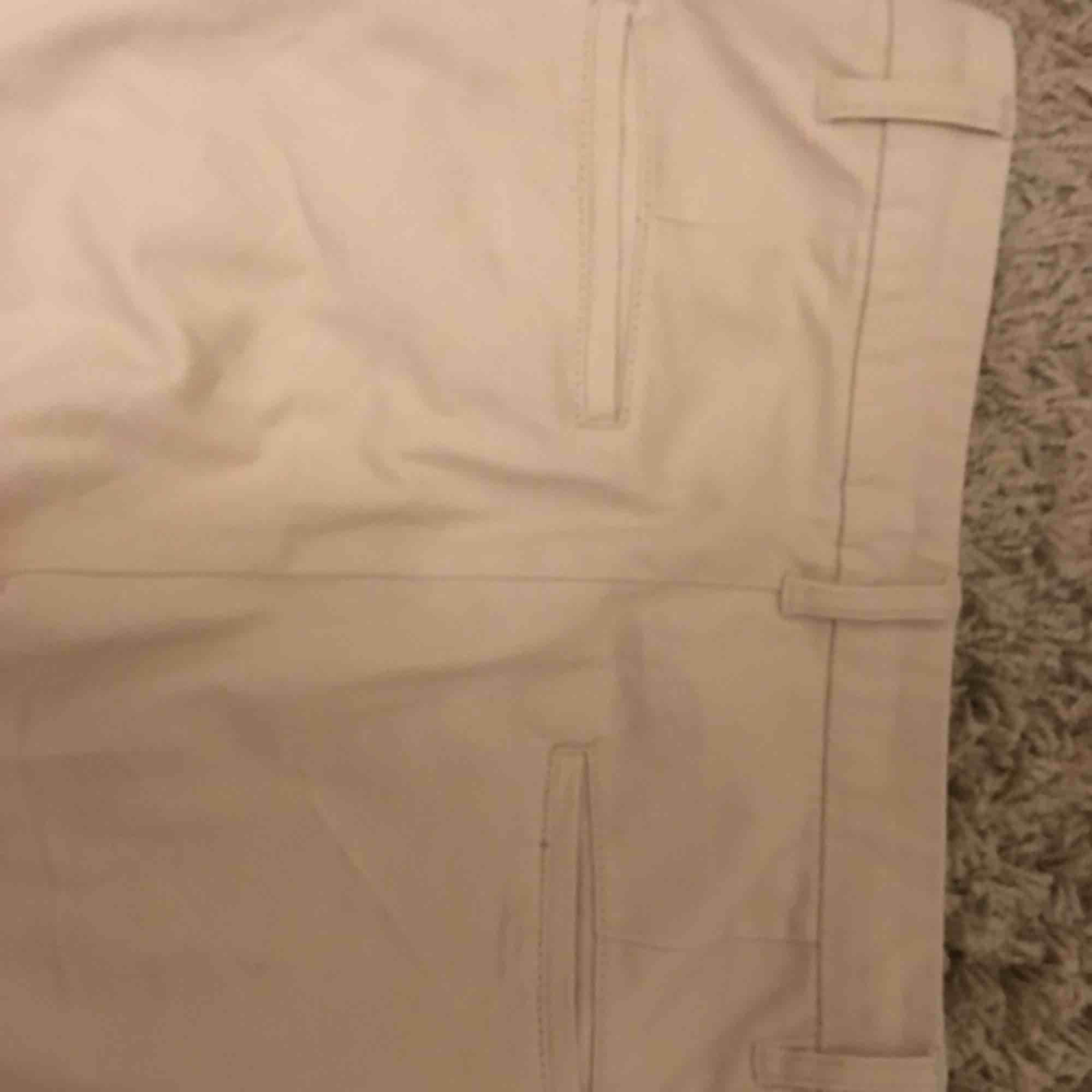 Ett par jättefina chinos från lager 157. Är som nya knappt använda.  Kan skickas mer bilder på de. Jeans & Byxor.