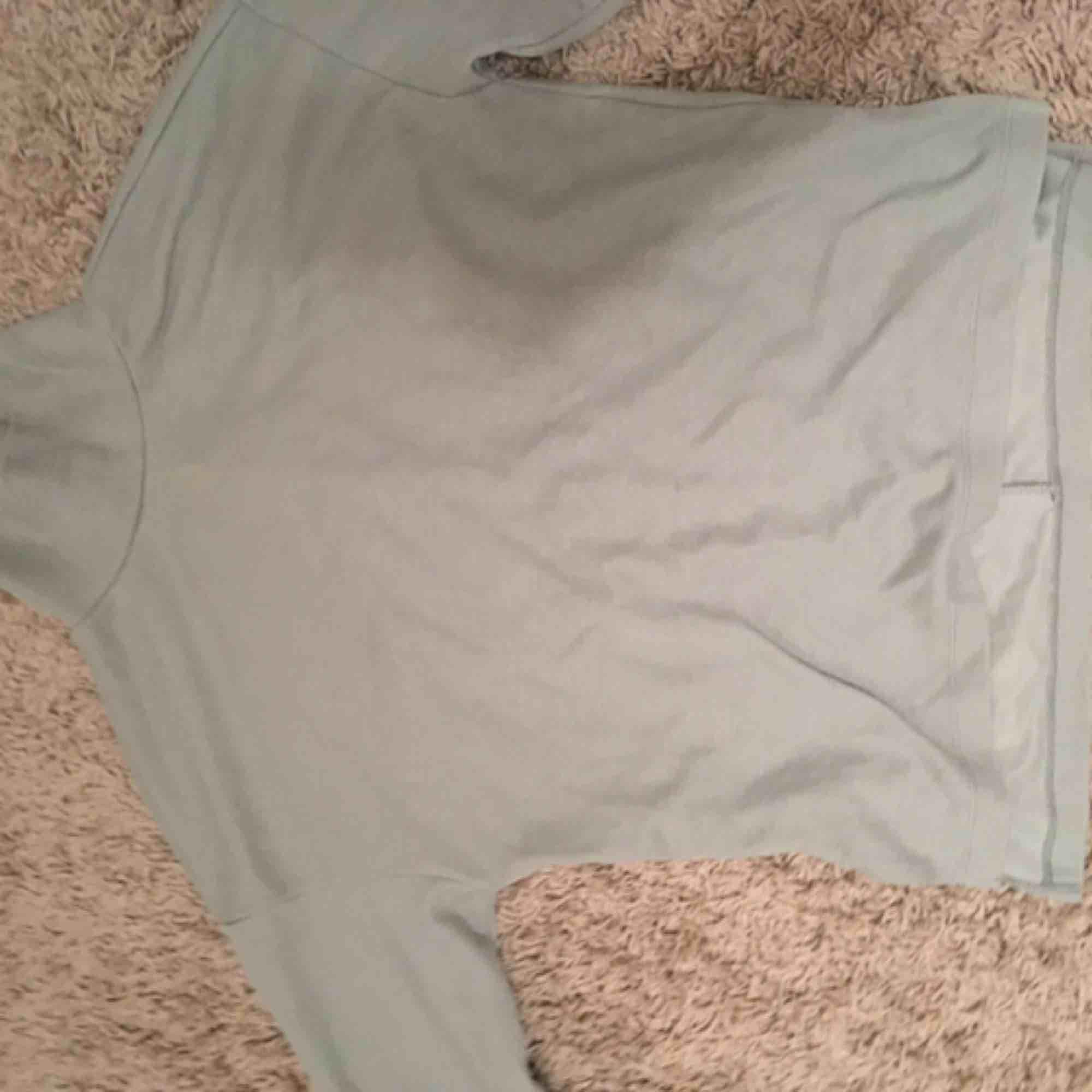 En jättefin mintgrön tröja med polo från Gina. Passar från s-m skulle jag säga . Tröjor & Koftor.