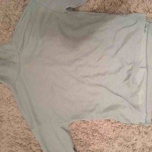En jättefin mintgrön tröja med polo från Gina. Passar från s-m skulle jag säga