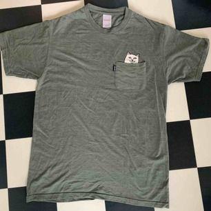 T-shirt från ripNdip, jättefin och bra skick men används ej! Frakt tillkommer:)