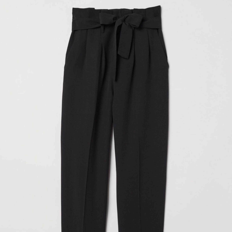 Svarta kostymbyxor i fint skick! . Jeans & Byxor.