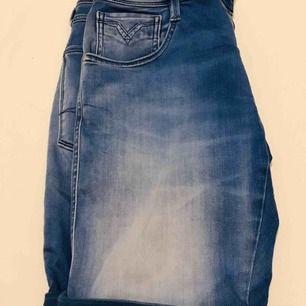 Jeansshorts knälånga hyperflex så bekväma Anbass shorts
