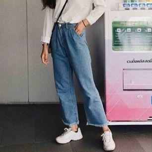 Säljer en super snygg jeans som används fåtal gånger! Köparen står för frakt.