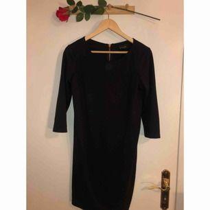 Ny klänning från Vila med smickrande passform!