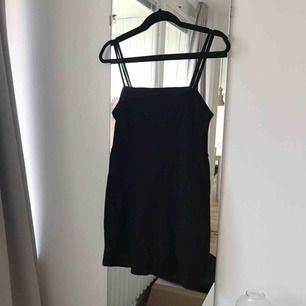 Superfin klänning från Bershka i storlek S.