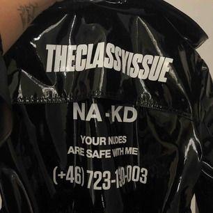 Jättecool kappa från NAKD, endast använd några få gånger så den är i princip som ny. Säljer för att jag inte använder den!