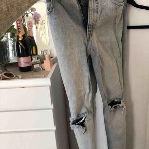 Trendig mom jeans i fint skick, använda en gång