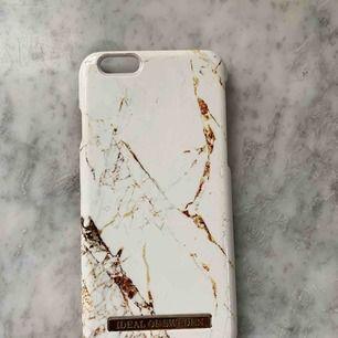 iPhone 6 skal från Ideal of Sweden med Marmour-mönster. Lite avskrapat längt nedan (se bild). Säljer pga ny mobil.