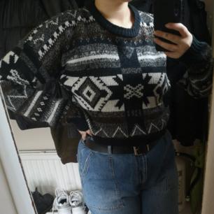 Super unik stickad tröja köpt på beyond retro men i nyskick. Oanvänd av mig. Kliar inte. Perfekt nu till hösten! Frakt 49kr 💘