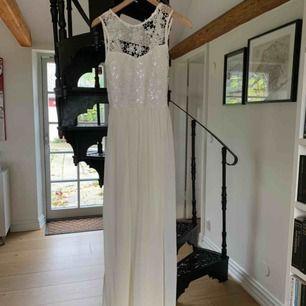 Helt oanvänd klänning som hängt i garderoben några år nu!! + frakt
