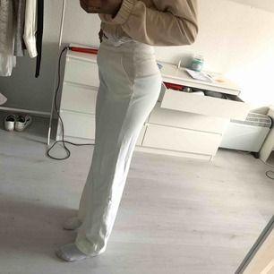 Vita supersnygga kostymbyxor!!! Jag är 164 för den som undrar.