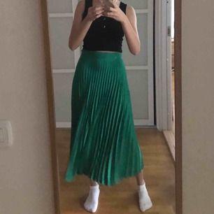Jättefin plisserad kjol från zara. Knappt använd