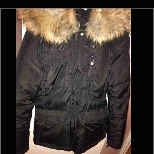 Använd en vinter, storlek 34, fejk päls, bra skick, för mer bilder kontakta mig :)