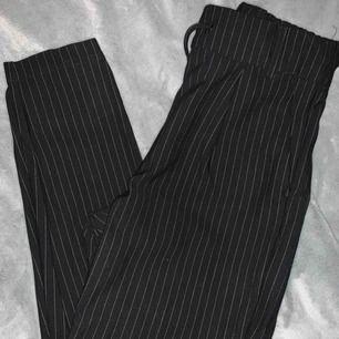 Kostymbyxor från only  Köptes för 499:- Säljs för 99:- pga för korta