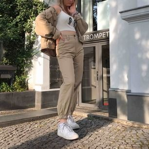 Jättesnygga byxor från Bershka! Använt ett fåtal gånger ☺️☺️ Jag kan mötas upp i Lund om inte får köparen stå för frakten😍😍