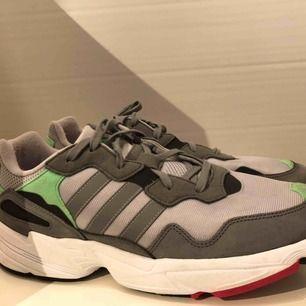 Adidas Yung 96 Använda ca 2-3 ggr under sommarn Nypris: ca 899kr