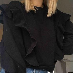 Jättefin tröja från Ivyrevel😍😍 väldigt skönt material inuti ☺️ jag kan mötas upp i Lund, annars står köparen för frakten❤️