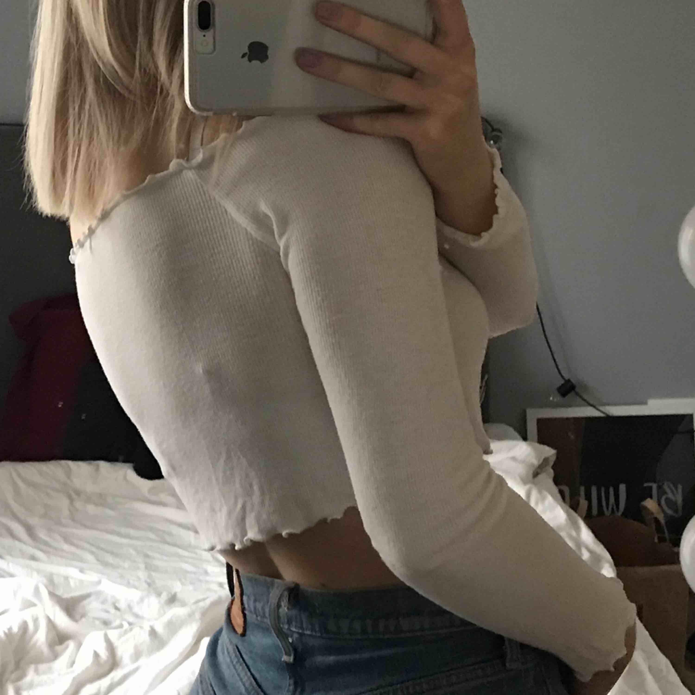 Söt tröja från Bikbok😍 kan mötas upp i Lund, annars står köparen för frakten❤️. Toppar.