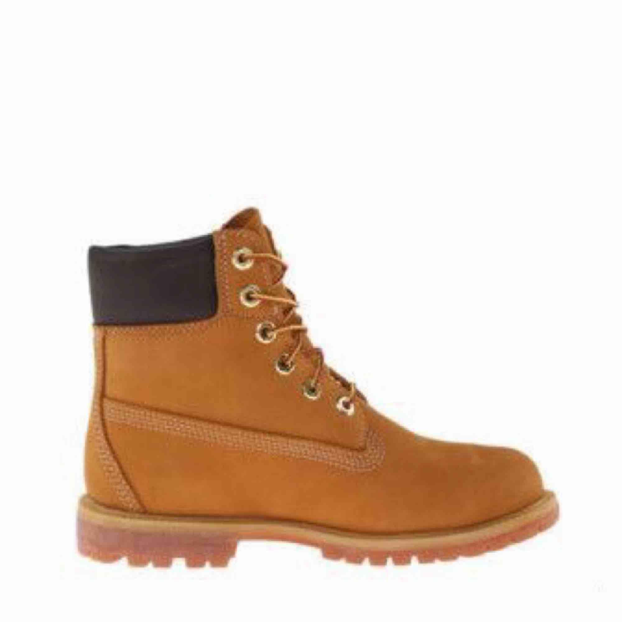En AAA kopia Timberland boots, bra för vintern och hösten. Använt bara 2 gånger. Frakt ingår ej så 225kr. Skor.