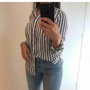 En mjuk skjorta i stl 38 men passar bra i 34/36. Säljs pågrund av för liten för mig. Frakt ink!