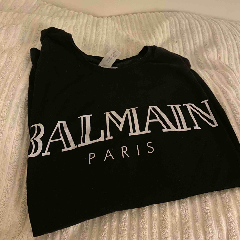 Balmain t-shirt (KOPIA) oanvänd! . T-shirts.