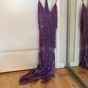20-tals klänning / Great Gatsby. Sitter tajt med dragkedja i sidan.  Använd en gång Köparen står för frakt
