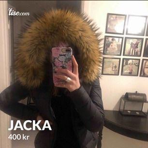 Säljer en svart jacka från rockandblue. Strl: 34. Köpt förra vintern, fint skick.