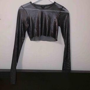 Avklippt mesh tröja ifrån Lindex