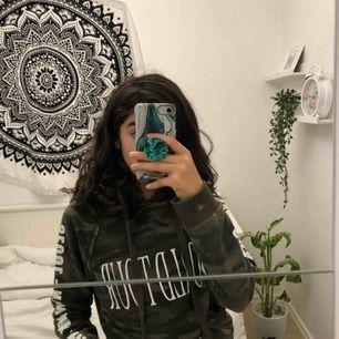 Hejsan! Säljer nu denna fina tröja från Ginatricot, den är i bra skick och i storlek XS😊
