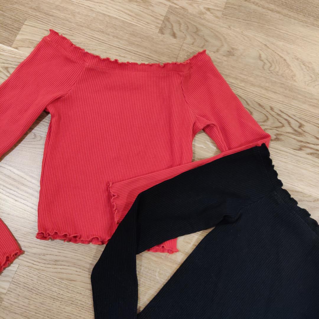 Nya offshoulder tröjor i storlek S 🌸 Priset är för båda tröjor 🌹 Möts upp i Lund annars frakt tillkommer 📬🌸. Toppar.