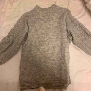 Säljer denna tröja som är i storlek XS men väldigt stor i storleken så snarare en S