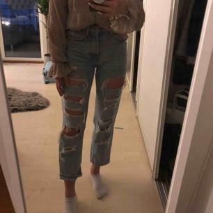 ÄLSKAR dessa byxor men de har blivit lite korta för mig som är 1.68, men byxorna är sparsamt använda och inte slitna överhuvudtaget! Ordinarie pris ligger runt 499kr