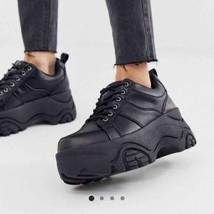 Snygga chunky sneakers från pull&bear, köpta på ASOS. Använda en gång, nypris 625