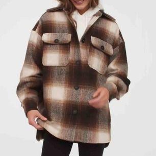 Skitsnygg skjortjacka som är använd endast ett fåtal gånger!