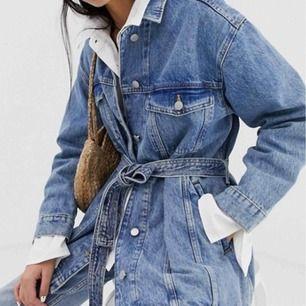 Jättefin jeansjacka från weekday! Oversize i modellen så man lätt får plats med en mysig stickadtröja!