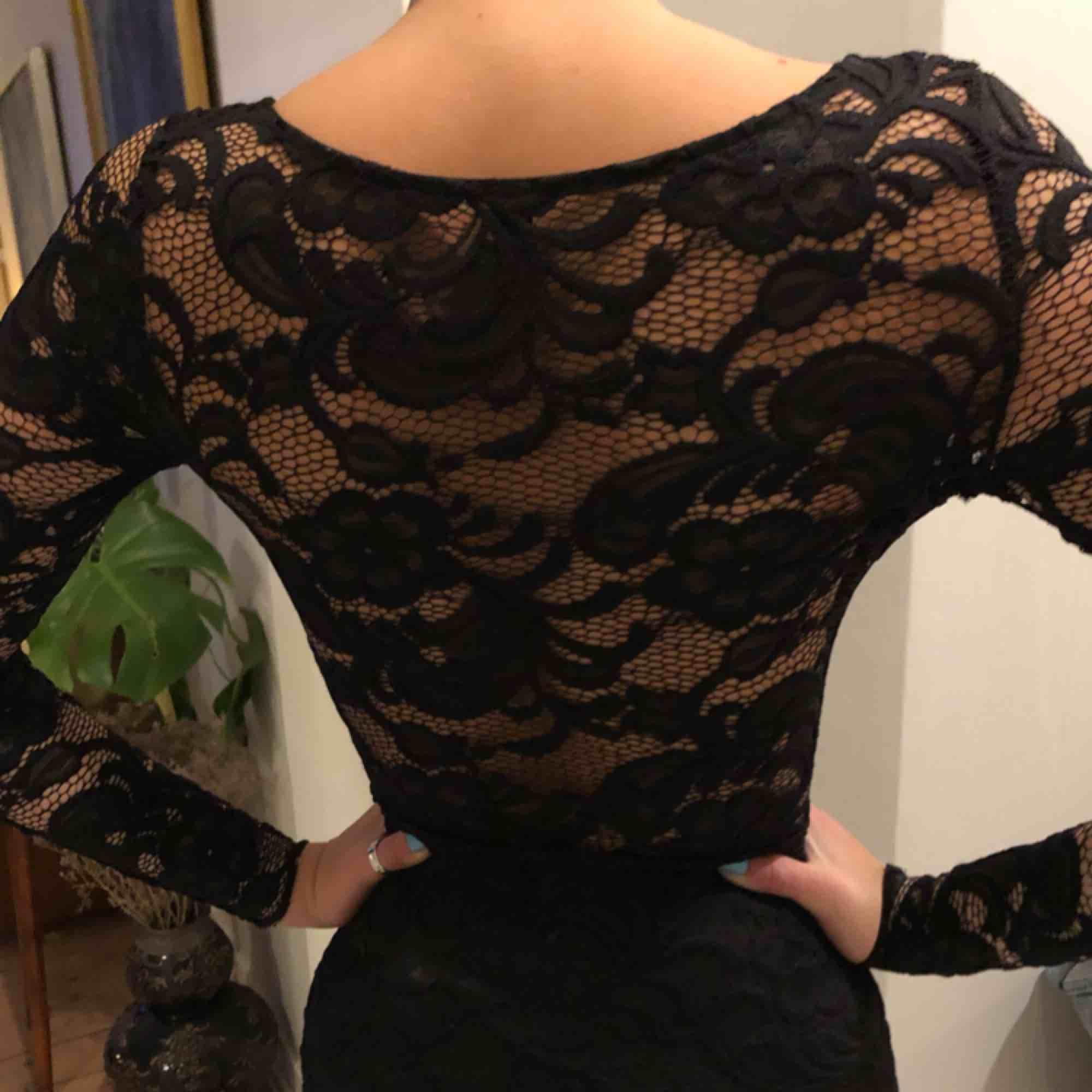 Super fin klänning, speciellt i ryggen💕🥰🥰. Klänningar.