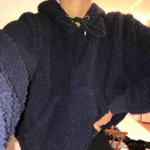 Teddy björn hoodie i mörkblå färg! Har använt den ca två gånger!💕❤️🥰🥰