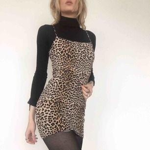 🍒MR SHEFFIELD🍒 Detta lilla fräsiga nummer är från Gina och i prima skick❤️läcker att bära som den är eller med polo under a la Fran Fine. Frakt tillkommer. Puss o K 🍒
