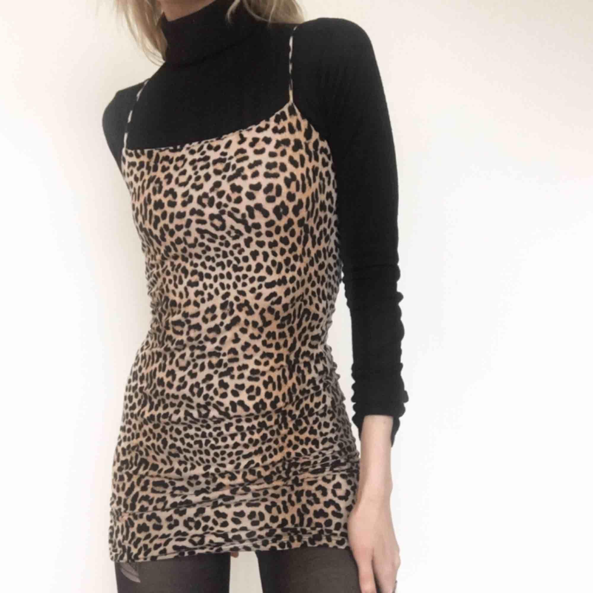 🍒MR SHEFFIELD🍒 Detta lilla fräsiga nummer är från Gina och i prima skick❤️läcker att bära som den är eller med polo under a la Fran Fine. Frakt tillkommer. Puss o K 🍒. Klänningar.
