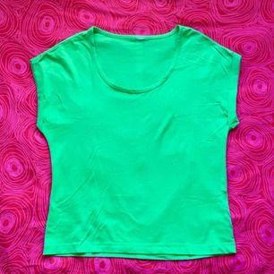 💚 Grön t-shirt 💚 Frakt är inkluderat i priset! Skriv gärna om du har några frågor! 💕