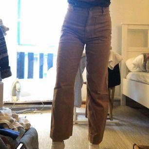 Monki jeans knappt använda