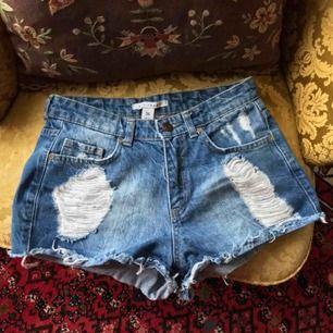 Snygga shorts från NLY, knappt använda därav i mycket bra skick.  Frakt ingår i priset🍃🍀☀️👍