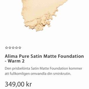 Alima mineral puder, bästa foundationen jag någonsin använt, ger super fin glow och ser så naturlig ut samtidigt som den är 100% safe för huden, får alltid komplimanger på min hud när jag har den, råkade beställa fel färg :( köpte den för ca400 med frakt