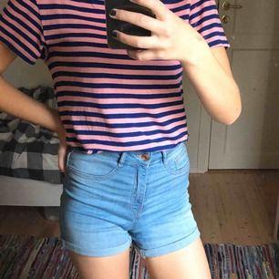 Fina ljusblåa Molly shorts från Gina Tricot! De är högmidjade och tighta! 🦋