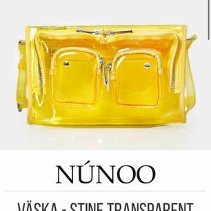 Hej! Söker en transperant NUNOO (ej noella) i antingen modellen Stine 💕 hör gärna av er om ni säljer eller vet någon annan som gör det till ett bra pris, färg spelar ingen större roll