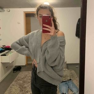 Grey open knit top, worn maybe 3 times. Super warm and good quality!! Original price 500 selling for 200 💖 pick up in Stockholm or pay for shipping ;) 💖
