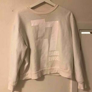Sweatshirt från tiger of sweden, skönt material!! Du står för frakten ☺️