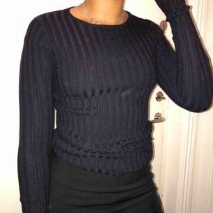 Varm tröja perfekt nu i vinter. Väldigt stretchig. Möts upp eller fraktar:) Kolla in min sida för många nya plagg❤️