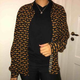 Helt oanvänd skjorta från Monki! Möts upp eller fraktar:) Kolla in min sida för många nya plagg❤️